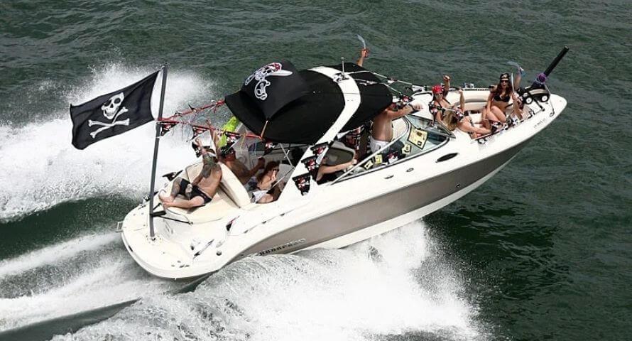 Drapeau Pirate sur mât de Bateau - Jolly Roger