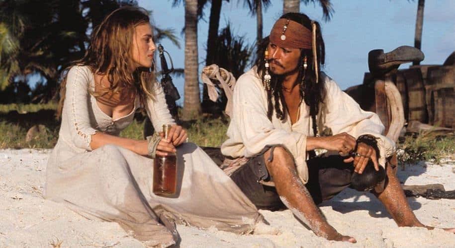 Jack Sparrow et Elizabeth Swann sur l'île